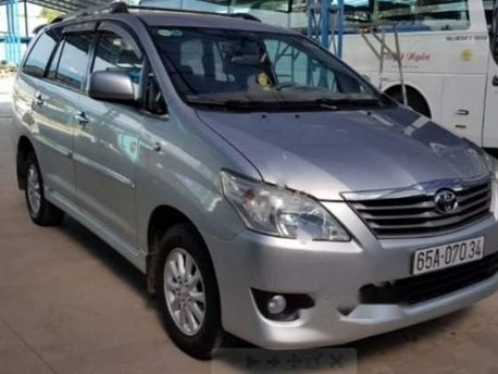 Bán Toyota Innova đời 2013, màu bạc còn mới, giá 490tr