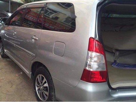 Cần bán xe Toyota Innova sản xuất năm 2015 giá cạnh tranh, một đời chủ
