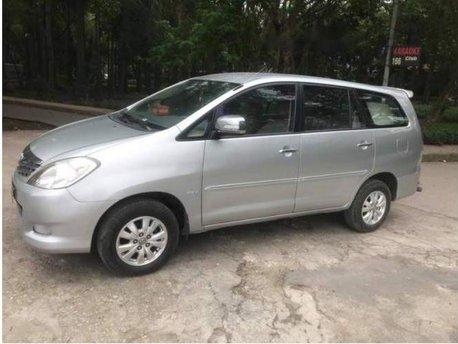 Cần bán Toyota Innova AT tự động, xe nhà sử dụng, bán với giá thấp, bao dưỡng định kì