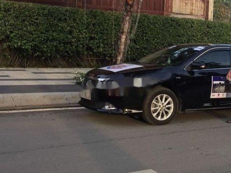 Cần bán lại xe Toyota Camry sản xuất năm 2013, màu đen xe nguyên bản