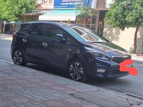 Cần bán lại xe Kia Rondo đời 2018, màu xanh tím