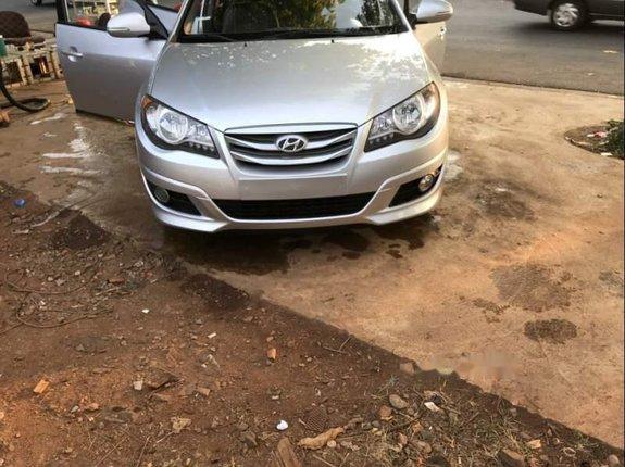 Cần bán lại xe Hyundai Avante 2015, màu bạc còn mới