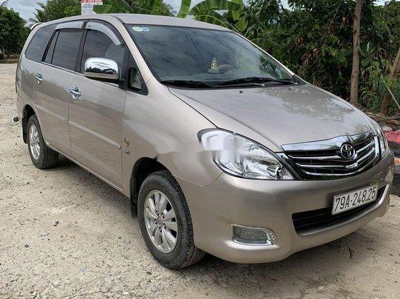 Cần bán Toyota Innova sản xuất 2010, gia đình sử dụng bảo quản kỹ