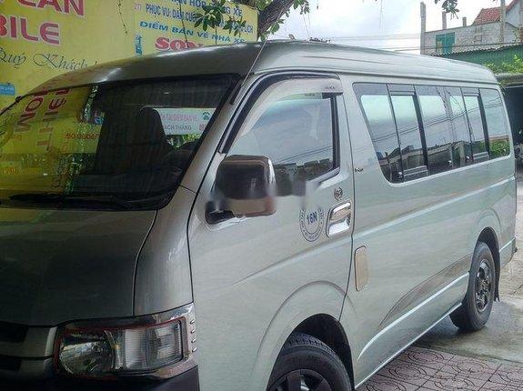 Cần bán lại xe Toyota Hiace năm sản xuất 2010