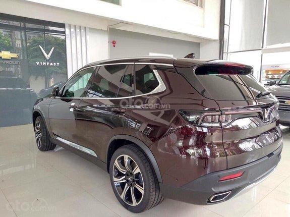 Bán xe VinFast LUX SA2.0 giảm 300tr tiền mặt, đủ màu giao ngay, giá cam kết tốt nhất miền Bắc, tặng full phụ kiện
