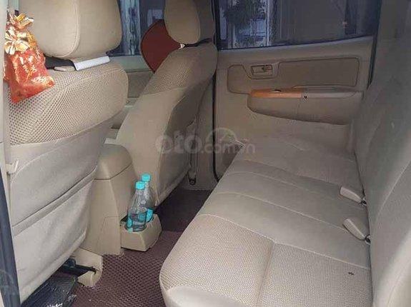 Cần bán gấp Toyota Hilux 3.0 2010, màu bạc còn mới