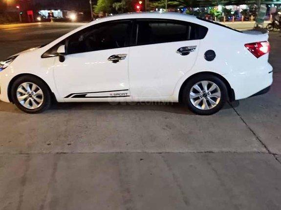 Bán Kia Rio MT đời 2016, màu trắng, nhập khẩu nguyên chiếc