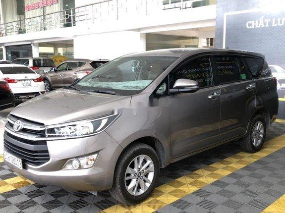 Bán xe Toyota Innova E 2.0MT đời 2019, màu xám còn mới giá cạnh tranh
