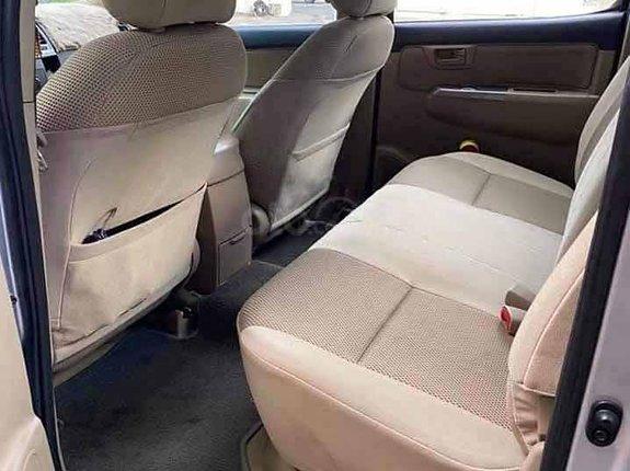 Bán Toyota Hilux 3.0 năm 2014, màu bạc còn mới, giá 440tr