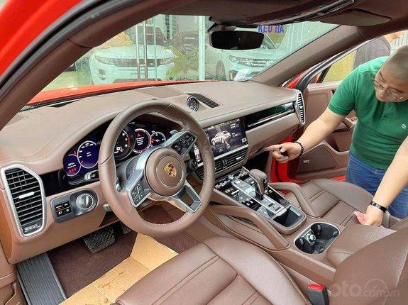 Cần bán xe Porsche Cayenne Coupe model 2021, màu đỏ