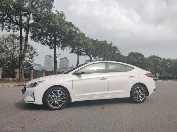 Hyundai Elantra 2019, số tự động, màu trắng
