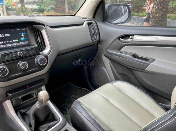 Cần bán lại xe Chevrolet Colorado 2017, màu trắng số sàn