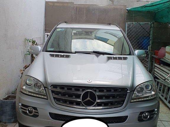 Cần bán gấp Mercedes ML năm 2005, màu bạc, nhập khẩu
