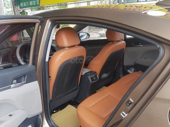 Bán nhanh Hyundai Elantra 2017 số sàn