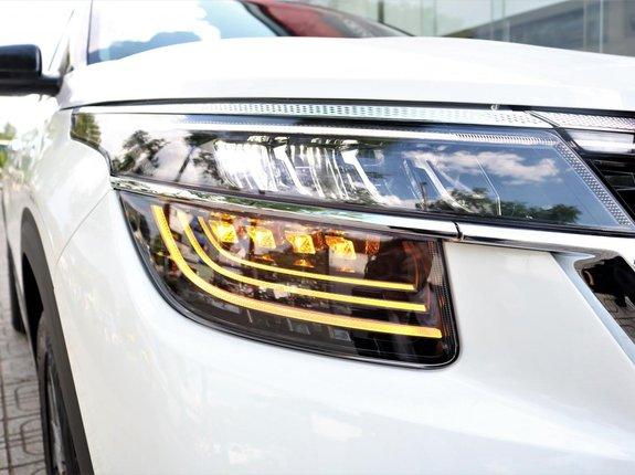 Kia Seltos 2021 Premium trắng đen giao liền, đưa trước 240 triệu nhận xe, tặng PK chính hãng Kia