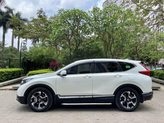 Mua bán xe Honda CRV - L 2018 còn mới đét, chủ xe đi giữ gìn, bao test xe, liên hệ chủ xe: Ms Uyên