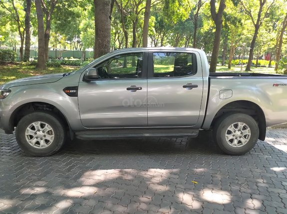 Cần bán chiếc Ford Ranger đời 2016, sản xuất cuối năm 2015, XLS AT 2.2L