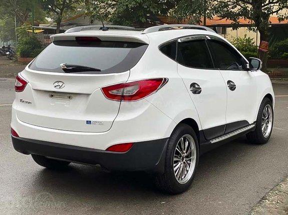 Xe Hyundai Tucson 2.0AT sản xuất 2013, màu trắng, nhập khẩu