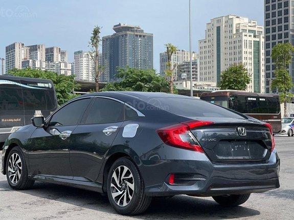 Xe Honda Civic 1.8E đời 2018, màu xanh lam, nhập khẩu nguyên chiếc