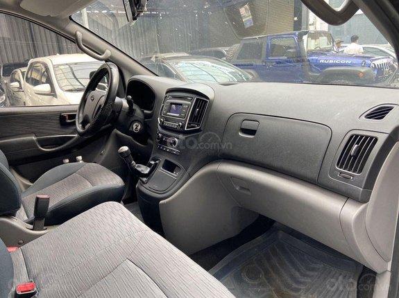 Bán lại giá ưu đãi chiếc Hyundai Grand Starex 2016 số sàn siêu rộng