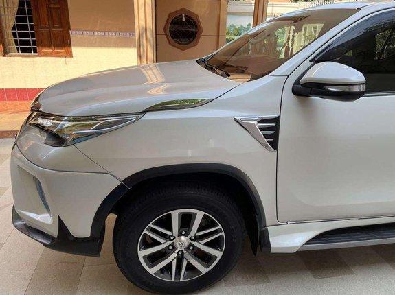 Bán Toyota Fortuner đời 2017, màu trắng, xe nhập
