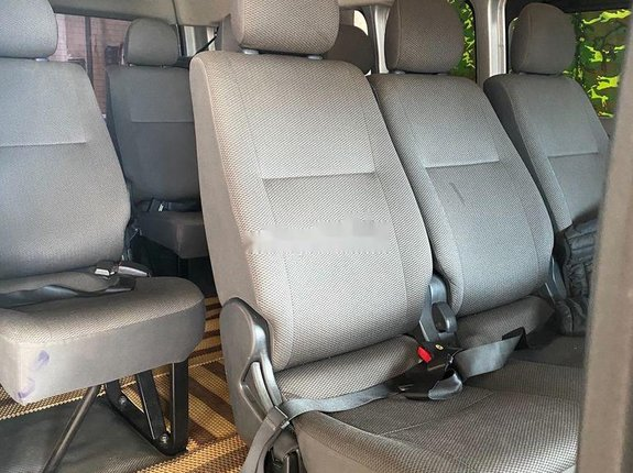 Bán Toyota Hiace đời 2019, màu bạc, nhập khẩu nguyên chiếc