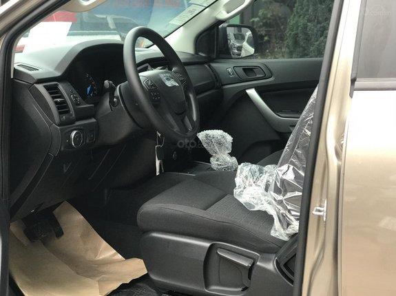 Ưu đãi Ford Ranger XLS AT 2021, đủ màu, giao tháng 6, giá cực tốt, vay 80%, giao xe toàn quốc