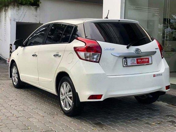 Cần bán xe Toyota Yaris sản xuất năm 2015, màu trắng, xe nhập còn mới