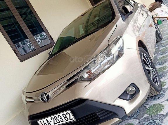 Cần bán gấp Toyota Vios sản xuất 2017, màu vàng số tự động