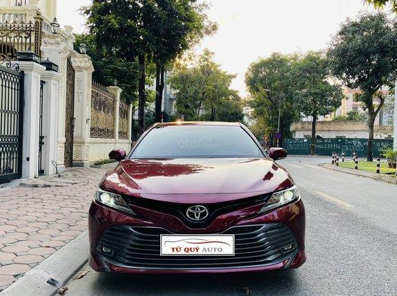 Xe Toyota Camry đời 2019, màu đỏ, xe nhập