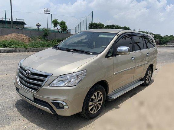 Bác sỹ Tuyền cần bán Innova E 2015 vàng cát, Hà Nội