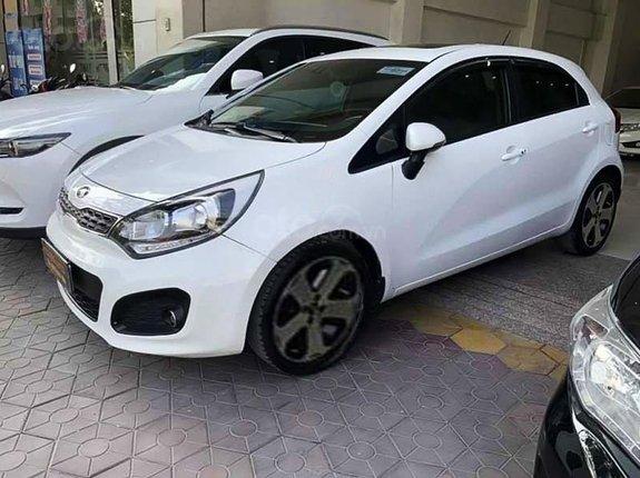 Cần bán Kia Rio 1.4 AT năm sản xuất 2013, màu trắng, nhập khẩu