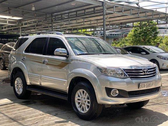 Cần bán gấp Toyota Fortuner đời 2012, màu bạc xe gia đình, giá tốt