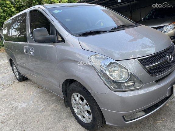 Gia đình cần bán Hyundai Starex MT 2011 máy xăng 9 chỗ
