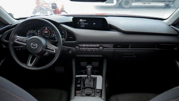 XE NGON GIÁ TỐT   Xe sedan lướt MAZDA 3 với ODO 12.000 km có giá chỉ hơn 600 triệu đồng.2