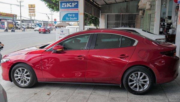 XE NGON GIÁ TỐT   Xe sedan lướt MAZDA 3 với ODO 12.000 km có giá chỉ hơn 600 triệu đồng.6