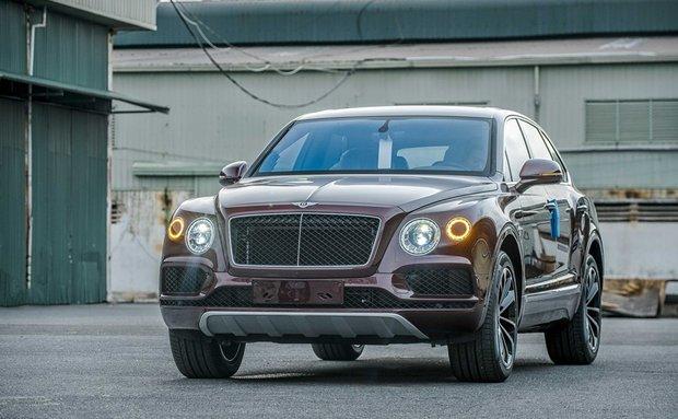 Chiếc siêu sang Bentley Bentayga V8 vừa cập bến Việt Nam có gì đặc biệt?
