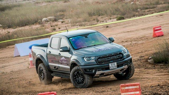 Đánh giá xe Ford Ranger Raptor 2019: Đắt xắt ra miếng