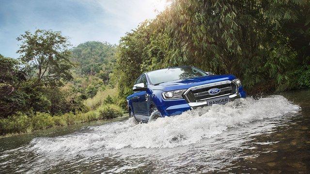 Lái xe qua vùng ngập nước: Đi sao cho đúng cách