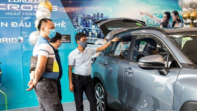 Toyota Corolla Cross 2020 về đại lý, khách hàng trải nghiệm nói gì?