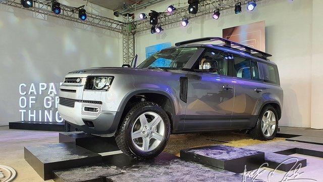Land Rover Defender 2021 chào giá từ 3,85 tỷ đồng tại Việt Nam.