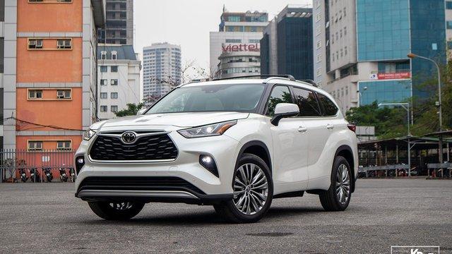 Đánh giá xe Toyota Highlander Platinum 2021 đầu tiên tại Việt Nam: Trải nghiệm êm ái, khác biệt