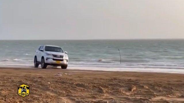 Pha drift của Toyota Fortuner trên cát và cái kết 'cười ra nước mắt'