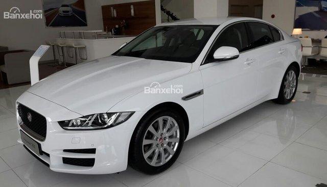 Cần bán gấp Jaguar XE Prestige - đời 2016, sản xuất 2015, 2.0 màu trắng, đen 0918842662
