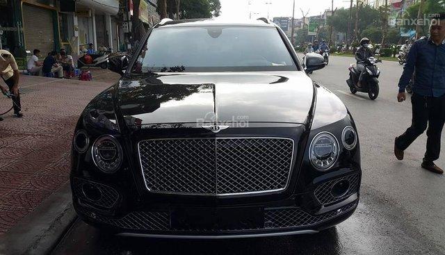 Bán xe Bentley Bentayga đời 2016, màu đen, nhập khẩu nguyên chiếc