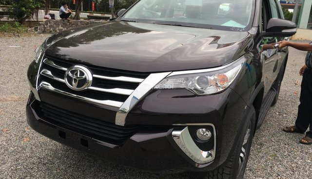 Cần bán Toyota Fortuner V đời 2018 màu nâu, nhập khẩu