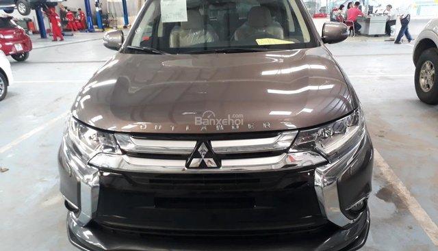 Cần bán Mitsubishi Outlander 2.4 CVT 2018, màu nâu