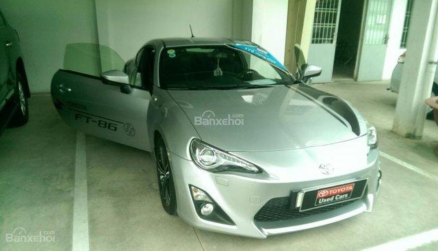 Bán Toyota FT86 2012 thể thao màu bạc, mới 90%, tiết kiệm so với xe mới 600 triệu
