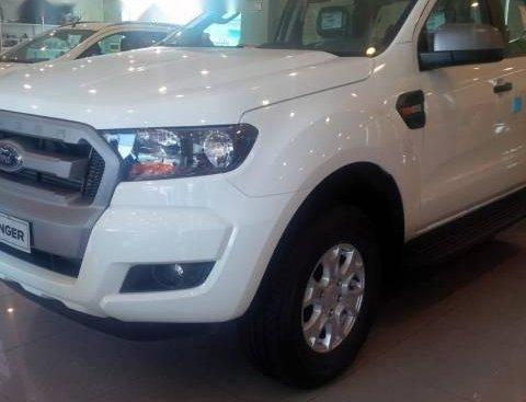 Bán xe Ford Ranger XLS 2.2MT đời 2017, màu trắng