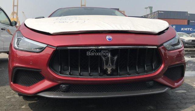 Bán xe Maserati Ghibli chính hãng nhập mới, xe Maserati Ghibli màu đỏ nóc trắng